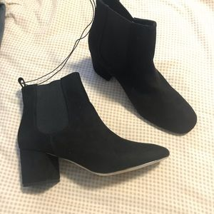 Express woman's ankle boots